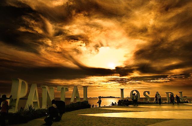 Pantai Losari, Sulawesi (sumber)