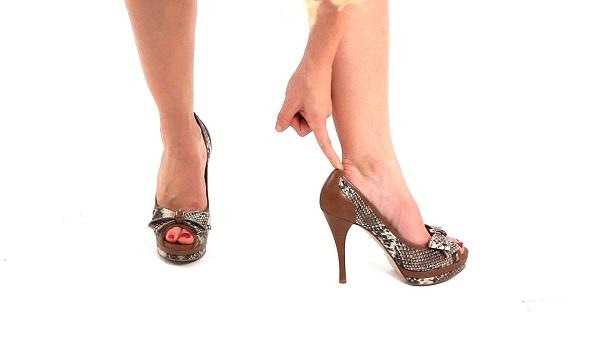 pastikan heels Anda muat