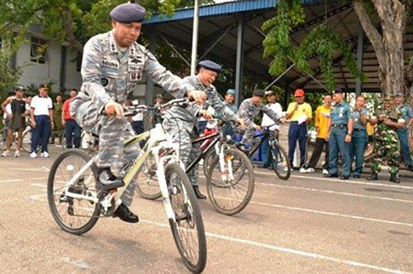 17 Lomba Sepeda Lambat