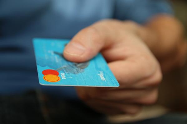 05 Pikir Ulang Tentang Kegunaan Kartu Kredit